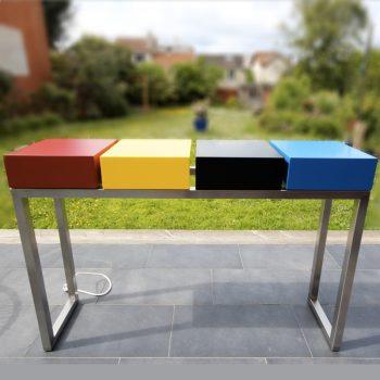 Console design connectée sur mesure créée et fabriquée dans les ateliers de mobilier Les Pieds Sur La Table